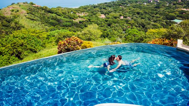 Couple enjoying an infinity pool in Costa Rica