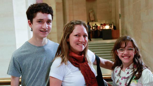Family exploring the Louvre