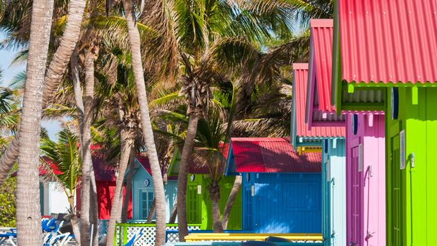 Beach bungalows on Princess Cays in the Bahamas (photo via vale_t / iStock / Getty Images Plus)