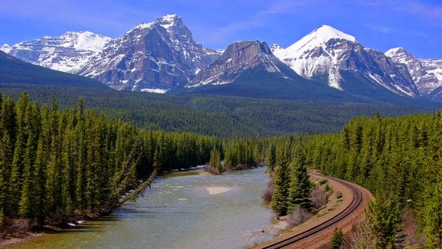 Canadian Rockies featuring Rocky Mountaineer® Train