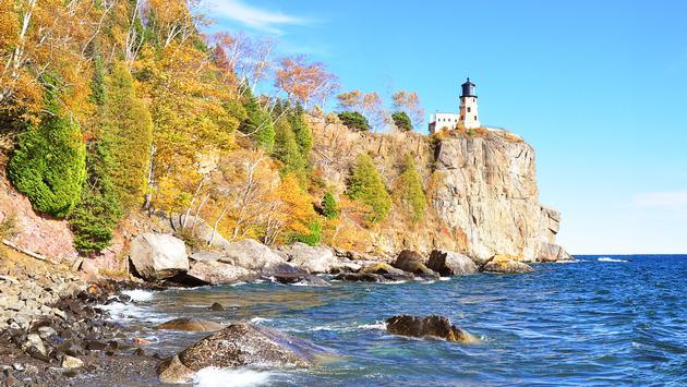 Light house at Split Rock of Minnesota in Fall (photo via MYDinga / iStock / Getty Images Plus)