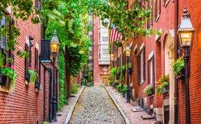 Acorn Street in Boston, Massachusetts, USA. (Photo via Sean Pavone / iStock / Getty Images Plus)
