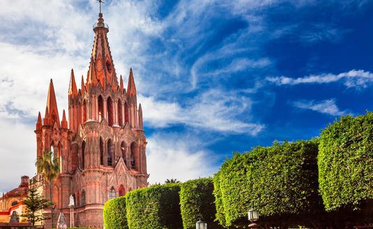 Parroquia Archangel church Jardin Town Square San Miguel de Allende, Mexico. Parroaguia created in 1600s. (photo via bpperry / iStock / Getty Images Plus)