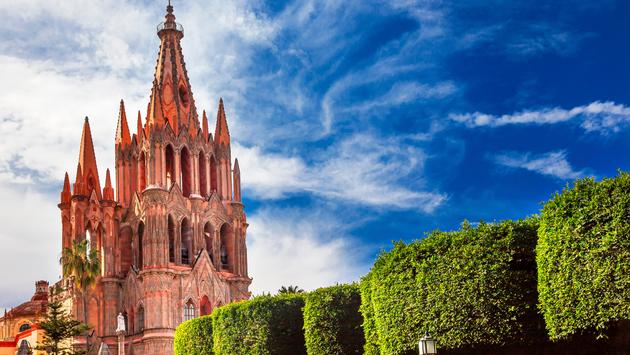 Parroquia Archangel church Jardin Town Square San Miguel de Allende, Mexico. Parroaguia created in 1600s. (photo via bpperry / iStock / Getty Images Plus)