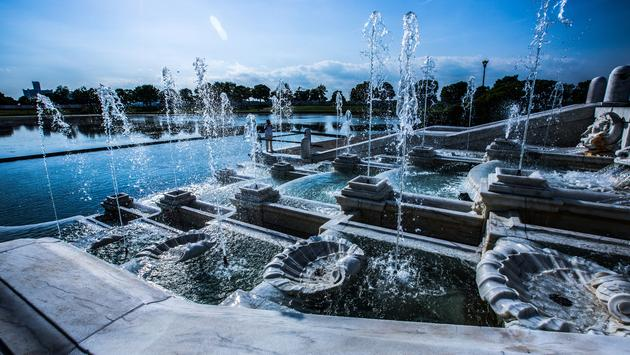 A fountain feature on Belle Isle in Detroit, Michigan (photo via Steven_Kriemadis / iStock / Getty Images Plus)