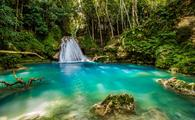 Blue hole in the middle of Jamaica (photo via GummyBone / iStock / Getty Images Plus)