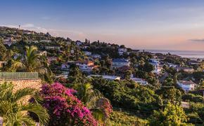 Kingston city in Jamaica sunset (photo via GummyBone / iStock / Getty Images Plus)
