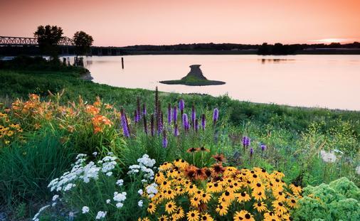 Arrow Island on Mississippi - border between Illinois and Iowa. (photo via benkrut / iStock / Getty Images Plus)