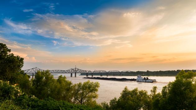 A pusher boat in the Mississippi River near the Vicksburg Bridge in Vicksburg, Mississippi, USA. (photo via Tiago_Fernandez / iStock / Getty Images Plus)