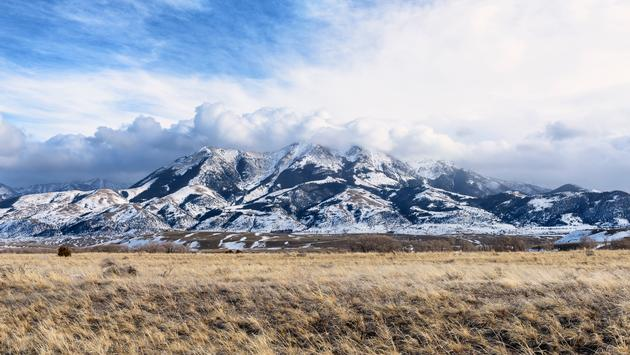 Snow covered mountains in Paradise Valley region of Montana. (EJ-J / iStock / Getty Images Plus)