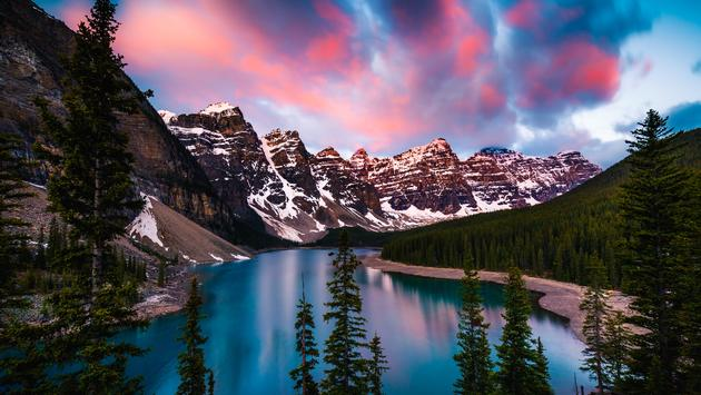 Dramatic Sunrise at Moraine Lake in Banff, Alberta, Canada (heyengel / iStock / Getty Images Plus)