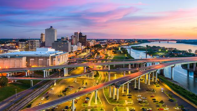 Memphis, Tennessee, USA downtown skyline at dusk. (photo via Sean Pavone / iStock / Getty Images Plus)