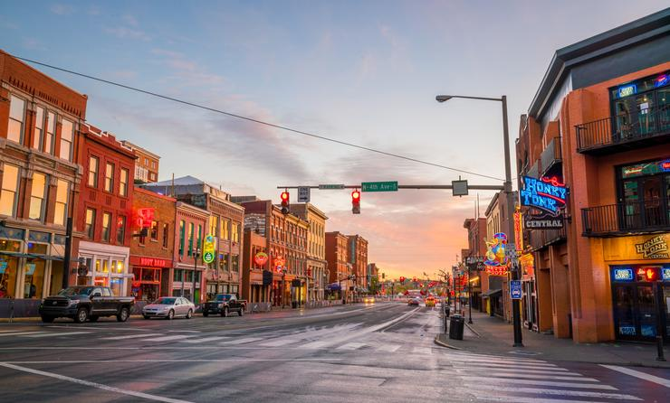 NASHVILLE - NOV 11: Neon signs on Lower Broadway Area on November 11, 2016 in Nashville, Tennessee, USA (f11photo / iStock / Getty Images Plus)
