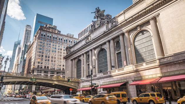 Grand Central Terminal with traffic, New York City, USA (spyarm / iStock / Getty Images Plus)