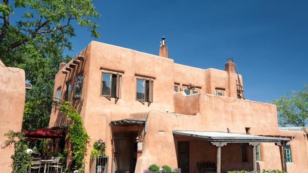 Modern Restaurant in Santa Fe, New Mexico. - See lightbox for more (photo via qingwa / iStock / Getty Images Plus)