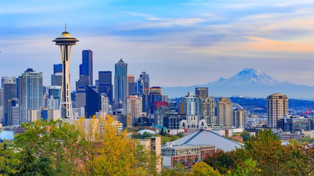 FOTO: Vista del centro de Seattle, Washington. Foto de aiisha5/iStock/Getty Images Plus)