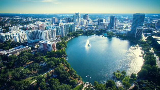 Lake Eola Park, Orlando Florida (photo via Arrangements-Photography / iStock / Getty Images Plus)