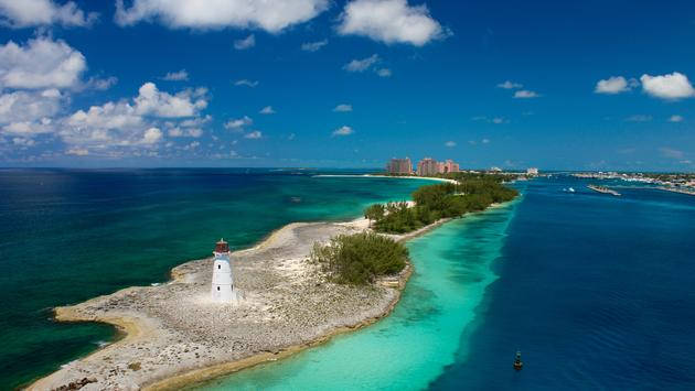 Lighthouse guarding the port to Nassau, Bahamas (Jules93 / iStock / Getty Images Plus)