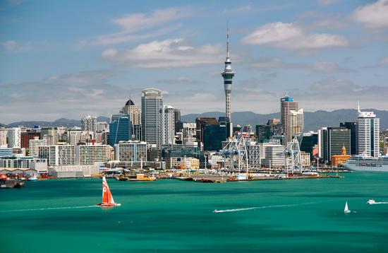 Sunny clear Skyline of Auckland, New Zealand (photo via stefaniedesign / iStock / Getty Images Plus)