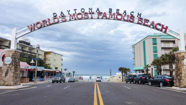 Welcome to worlds most famous beach sign in Daytona beach (photo via cineman69 / iStock / Getty Images Plus)