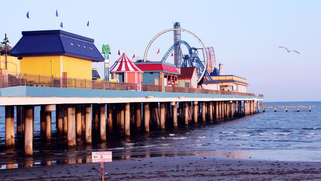 Galveston pier amusement park (photo via kat-co/iStock/Getty Images Plus)
