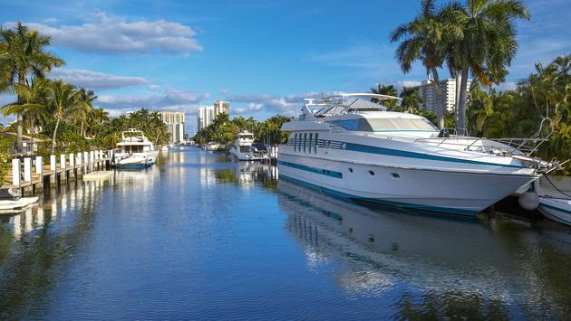 Luxurious yacht and waterfront homes in Fort Lauderdale, Florida (photo via Levranii / iStock / Getty Images Plus)