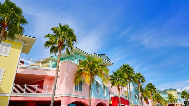 Florida Fort Myers colorful facades and palm trees in USA (photo via LUNAMARINA / iStock / Getty Images Plus)