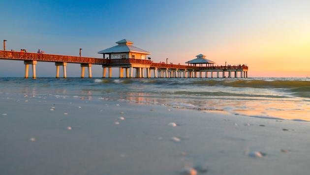 Low camera angle, late afternoon, Fort Myers Beach, Florida. (photo via fotoguy22 / iStock / Getty Images Plus)
