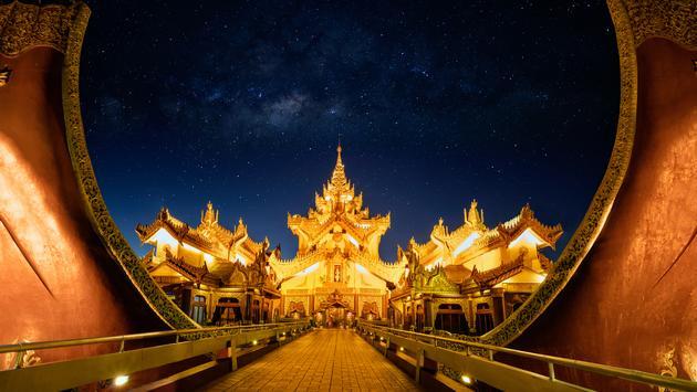Karaweik palace at night, Yangon Myanmar (pat138241 / iStock / Getty Images Plus)