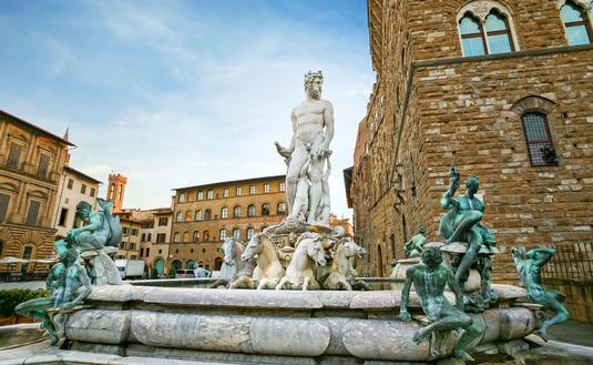 Fountain of Neptune in Firenze in early morning (photo via Jasmina81 / iStock / Getty Images Plus)