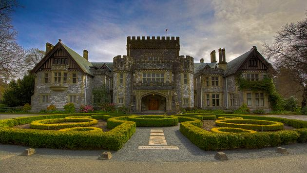 Front view of Hatley Castle in Victoria, BC (photo via onurkurtic / iStock / Getty Images Plus)