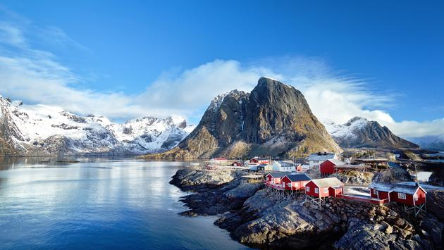 Fishing huts at spring day - Reine, Lofoten islands, Norway (IakovKalinin / iStock / Getty Images Plus)