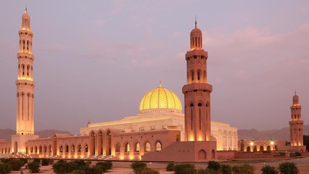 Sultan Qaboos Grand Mosque in Muscat, Oman (typhoonski / iStock / Getty Images Plus)